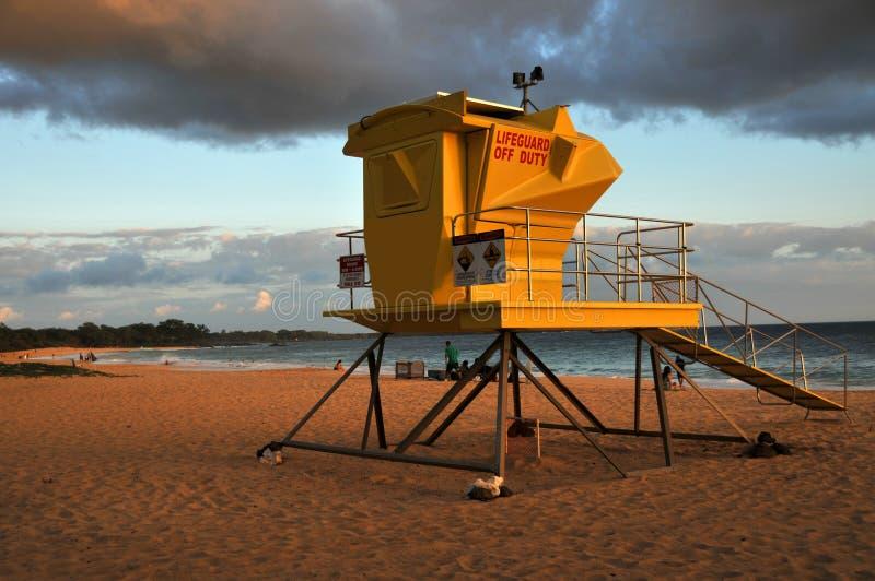 Puesta del sol de Maui en la playa de Makena imagenes de archivo