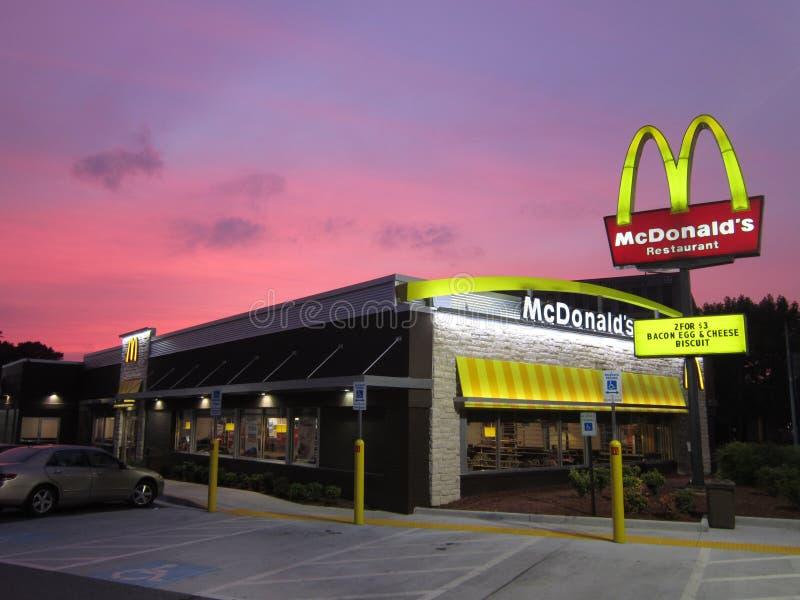 Puesta del sol de McDonald's fotos de archivo