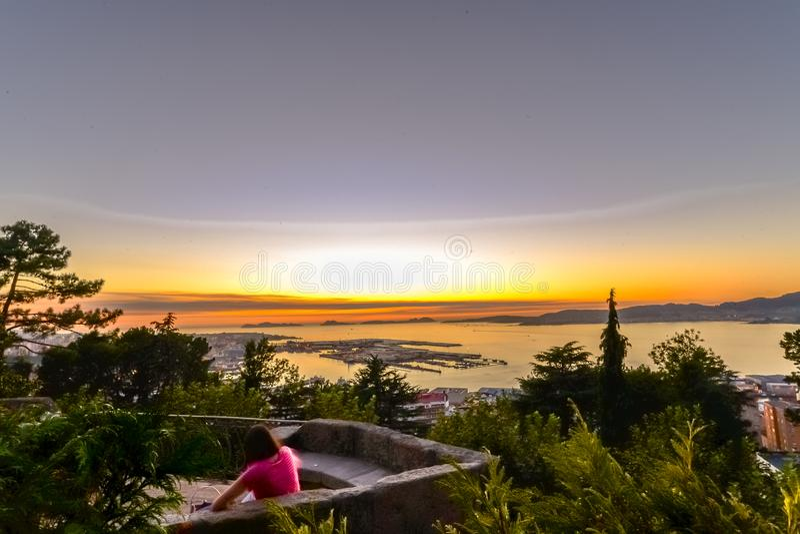 Puesta del sol de O Castro - Vigo imagenes de archivo
