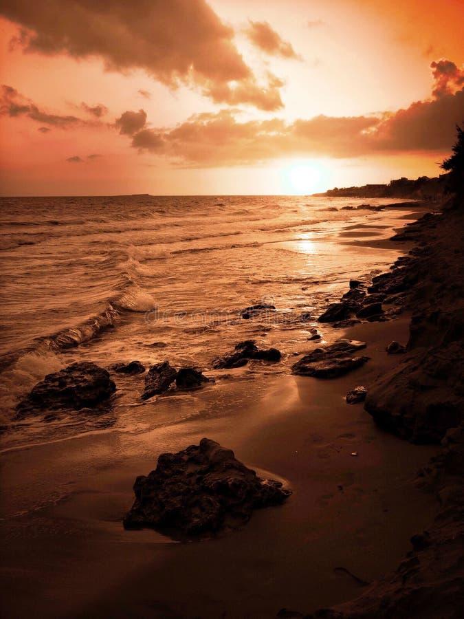 Puesta del sol de oro fotos de archivo