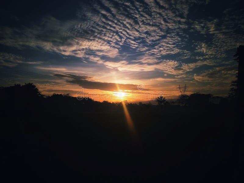 Puesta del sol de Rhamdhan en el vilage fotos de archivo libres de regalías