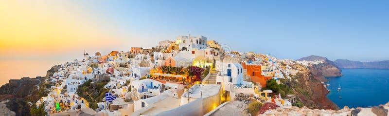 Puesta del sol de Santorini (Oia) - Grecia imagen de archivo