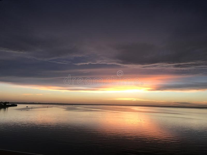 Puesta del sol de Tampa Bay imagen de archivo libre de regalías