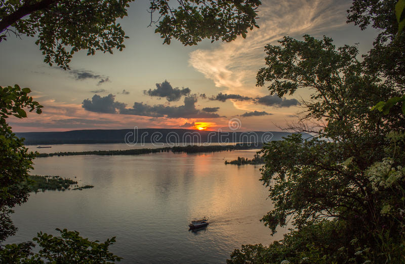 Puesta del sol de Volga observada de área de la polca imagen de archivo libre de regalías