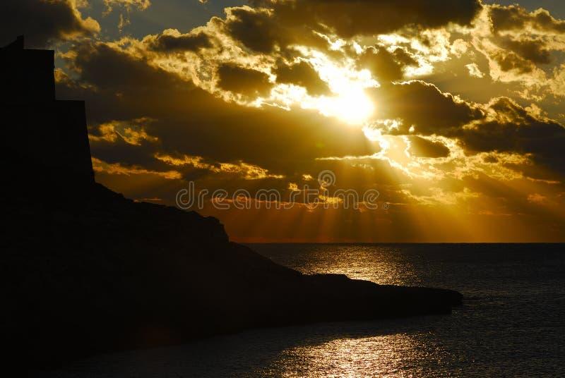 Puesta del sol de Xlendi fotografía de archivo