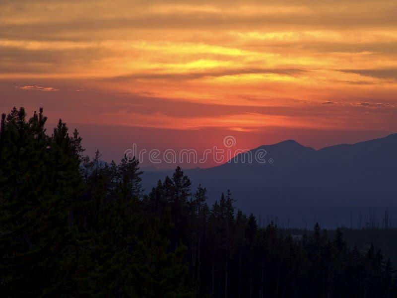 Puesta del sol de Yellowstone imagen de archivo libre de regalías