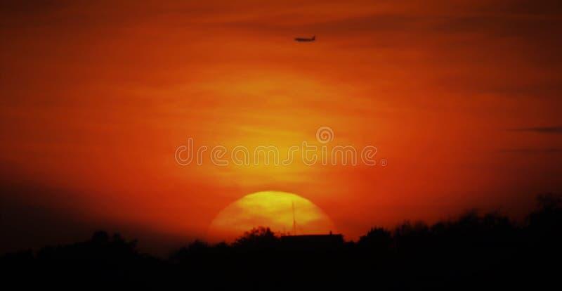 Puesta del sol del ` Ángel de Castel Sant con el vuelo plano encima fotografía de archivo libre de regalías
