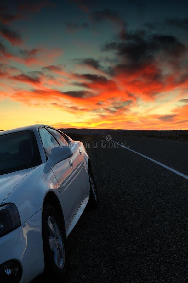 Puesta del sol del borde de la carretera fotos de archivo libres de regalías