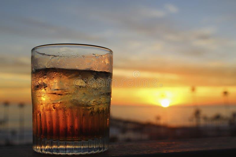 Puesta del sol del cóctel de la bebida foto de archivo libre de regalías