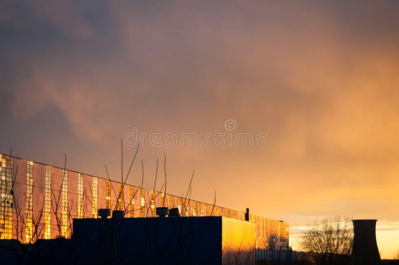 Puesta del sol del distrito industrial fotografía de archivo