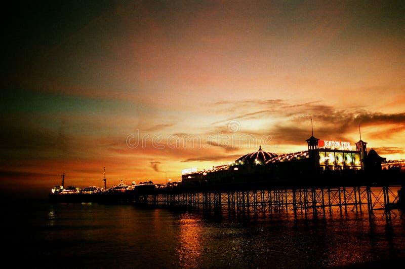 Puesta del sol del embarcadero de Brighton imagen de archivo libre de regalías
