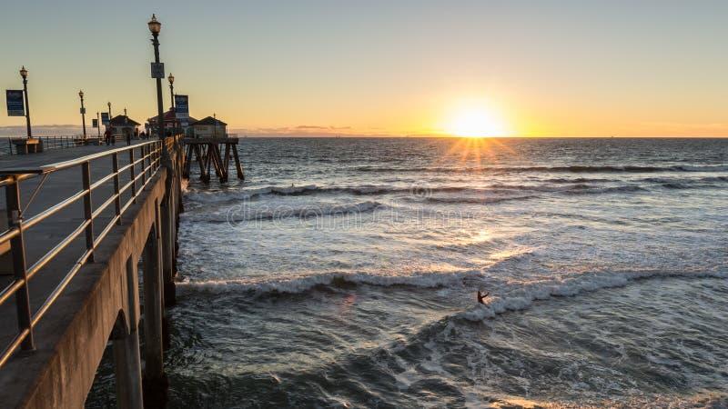 Puesta del sol del embarcadero de Huntington Beach fotos de archivo libres de regalías