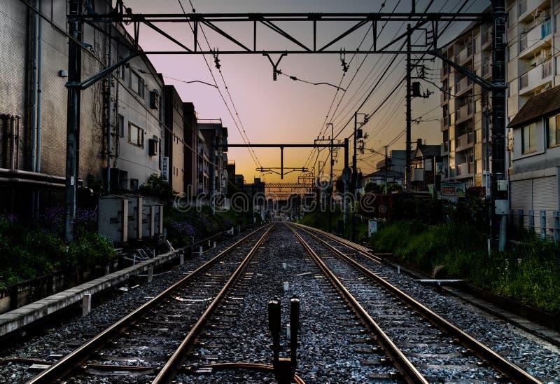 Puesta del sol del ferrocarril en Tokio imágenes de archivo libres de regalías