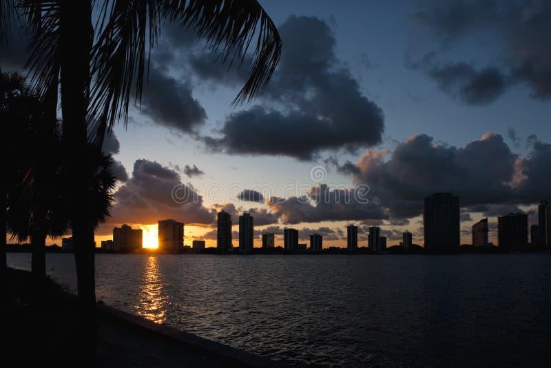 Puesta del sol del horizonte de Miami   imágenes de archivo libres de regalías