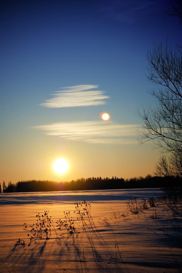 Puesta del sol del invierno imagenes de archivo