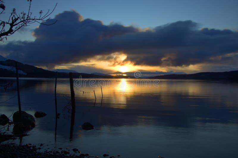 Puesta del sol del invierno en el lago Rannoch imagen de archivo
