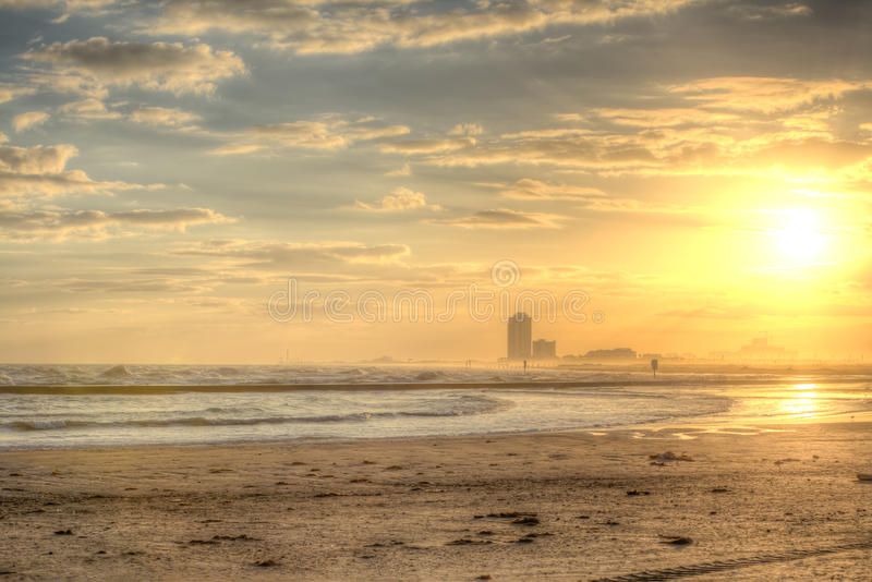 Puesta del sol del invierno en la playa del este foto de archivo libre de regalías