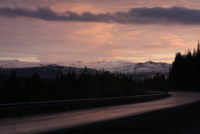 Puesta del sol del invierno en Noruega fotografía de archivo