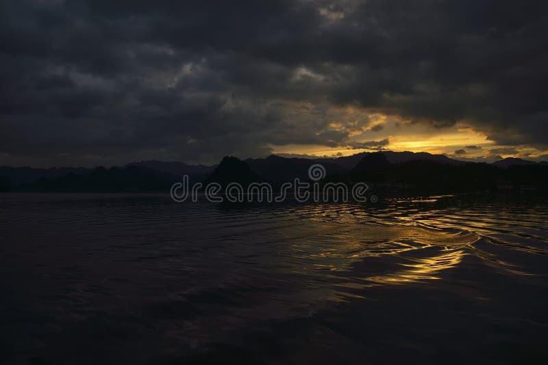 Puesta del sol del lago fotos de archivo libres de regalías