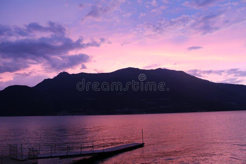 Puesta del sol del lago Como foto de archivo