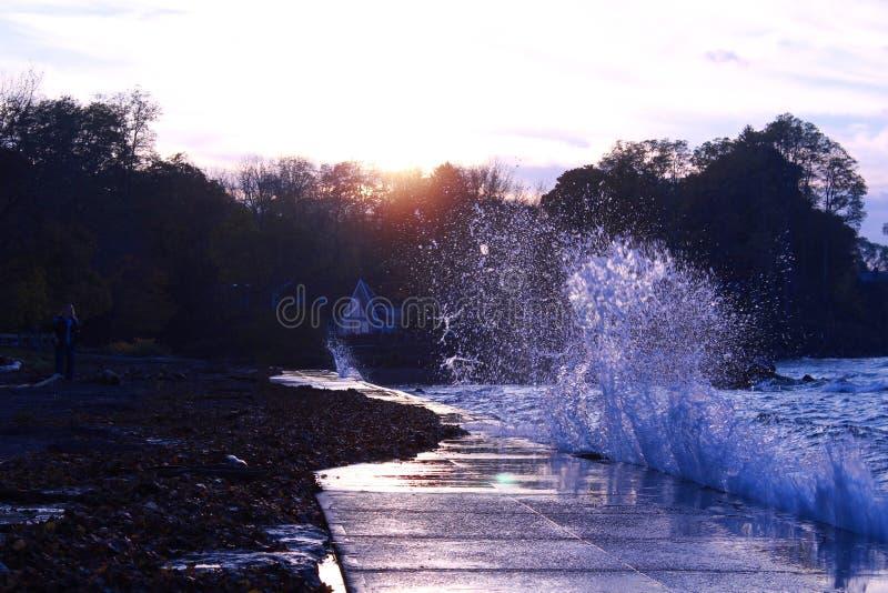 Puesta del sol del lago Ontario imagenes de archivo