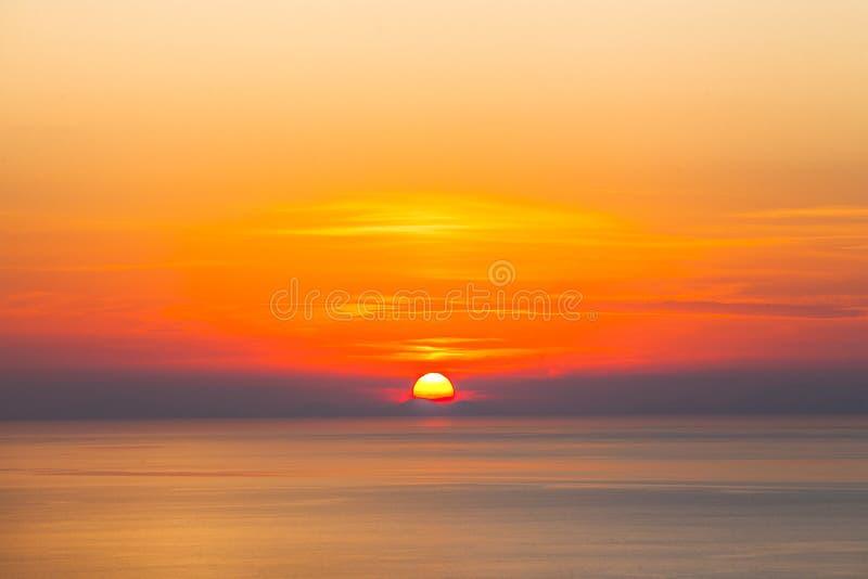 Puesta del sol del mar - belleza de la naturaleza fotografía de archivo libre de regalías