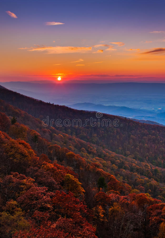 Puesta del sol del otoño sobre el Shenandoah Valley y el apalache Mountai foto de archivo