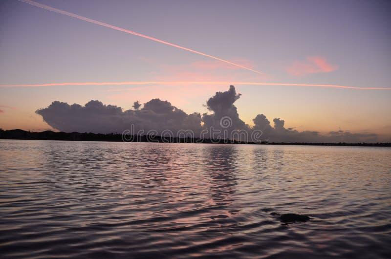 Puesta del sol del paisaje del lago foto de archivo libre de regalías