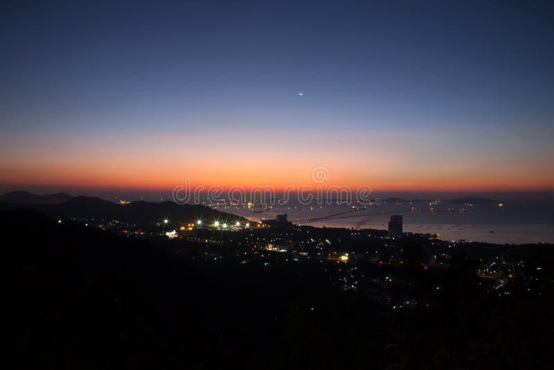 Puesta del sol del paisaje en la montaña fotos de archivo libres de regalías