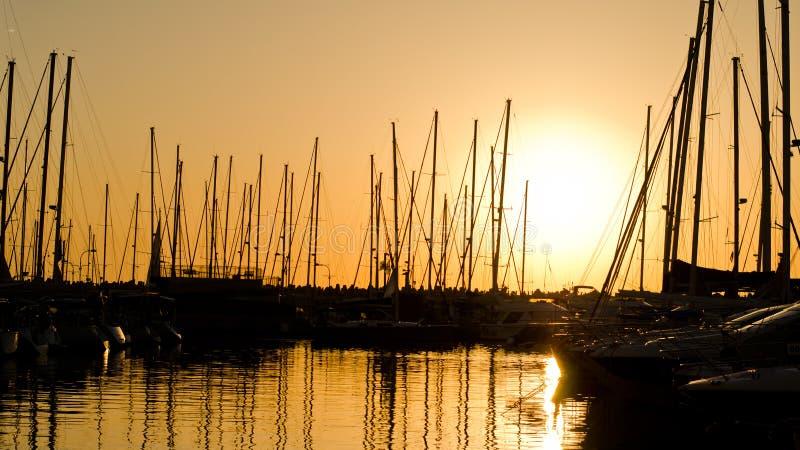 Puesta del sol del puerto deportivo fotografía de archivo libre de regalías