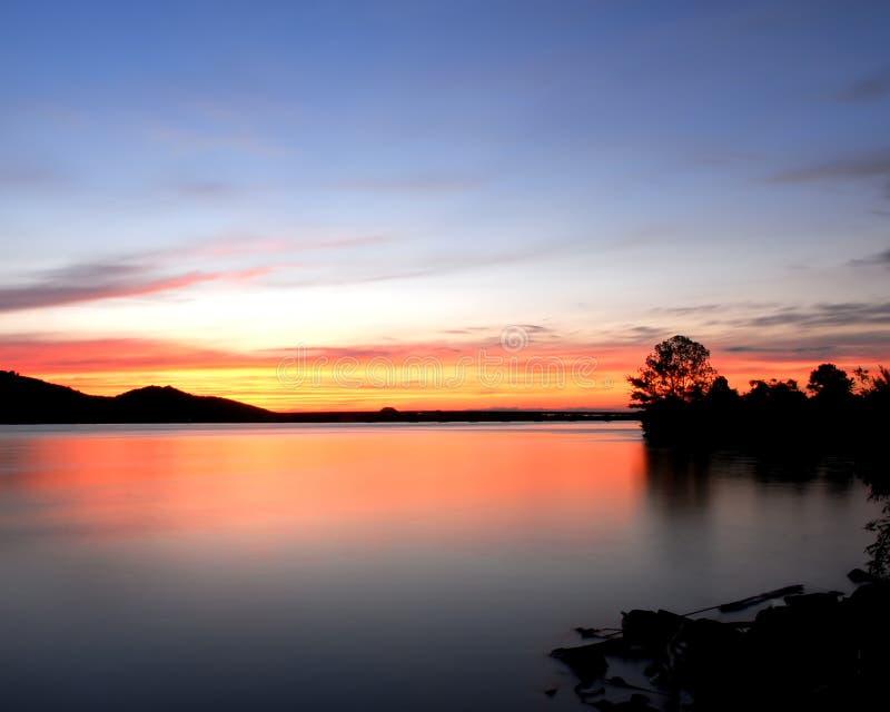 Puesta del sol del río de Arkansas imagen de archivo libre de regalías