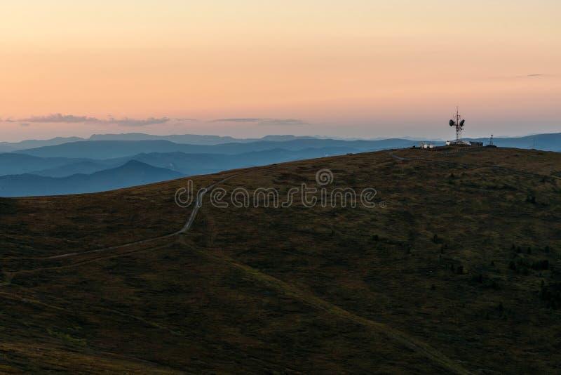 Puesta del sol del top del repetidor de las montañas fotografía de archivo