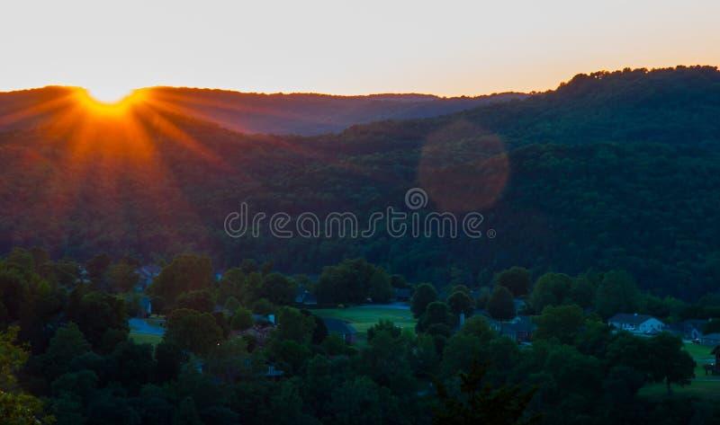 Puesta del sol del valle de la montaña de Ozark fotografía de archivo