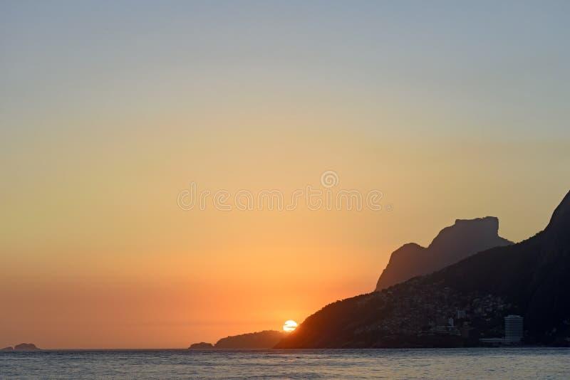 Puesta del sol del verano en Ipanema imágenes de archivo libres de regalías