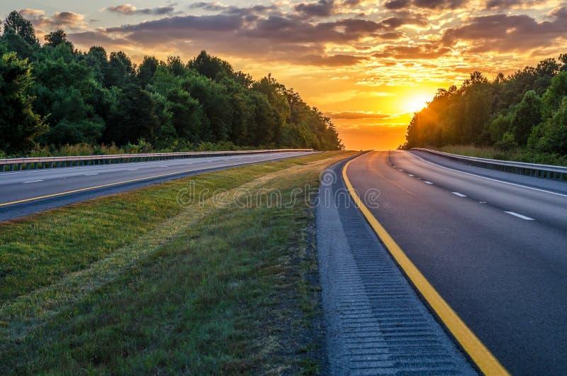 Puesta del sol del verano, William Natcher Parkway, Kentucky imagen de archivo