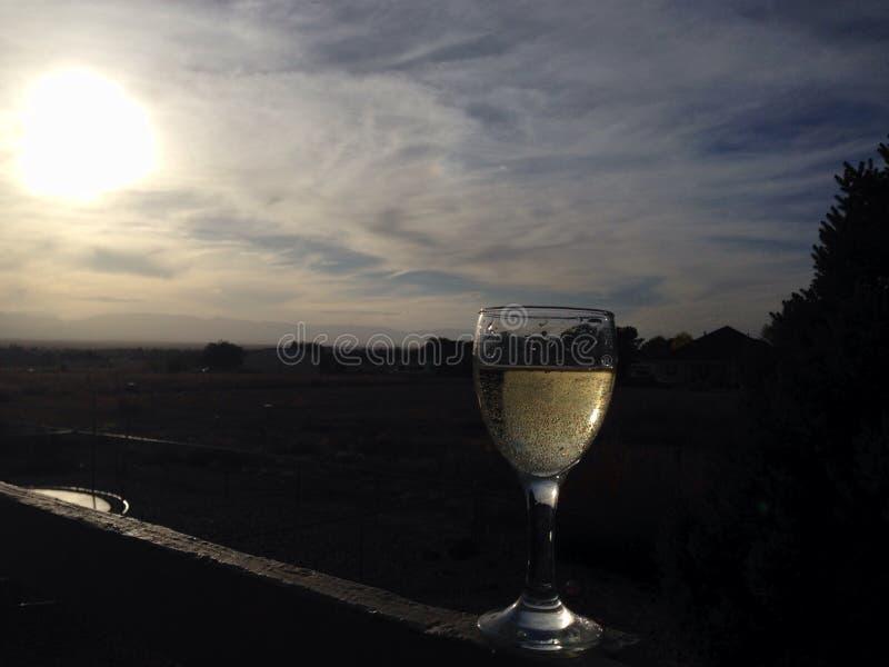 Puesta del sol del vino blanco foto de archivo libre de regalías
