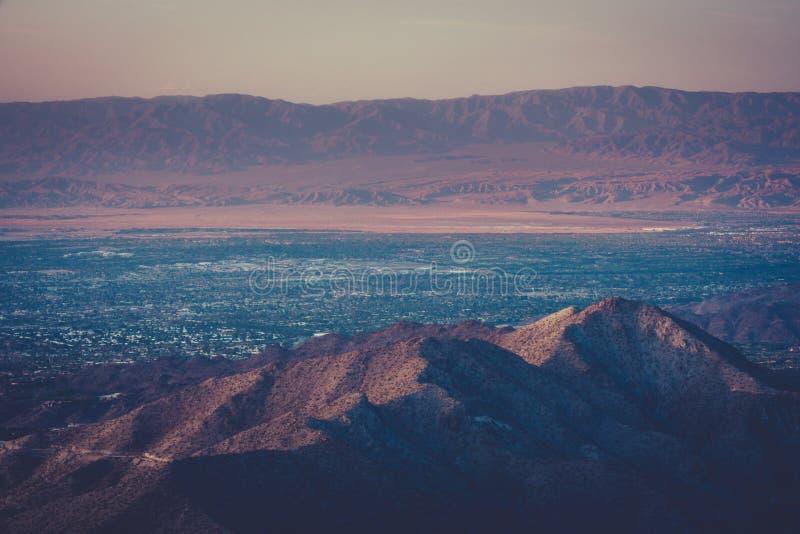 Puesta del sol del desierto sobre Palm Springs imagen de archivo