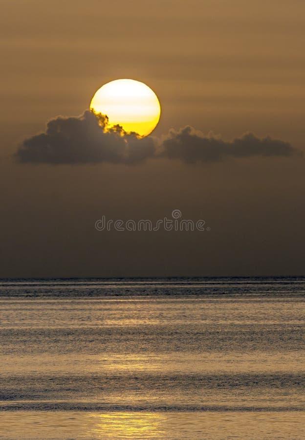 Puesta del sol dominicana en verano imagen de archivo libre de regalías