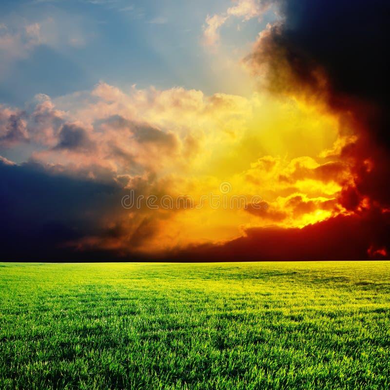 Puesta del sol dramática fotos de archivo