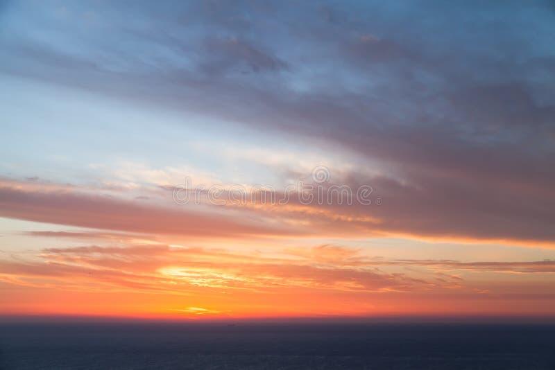 Puesta del sol dramática colorida Cabo Keri foto de archivo