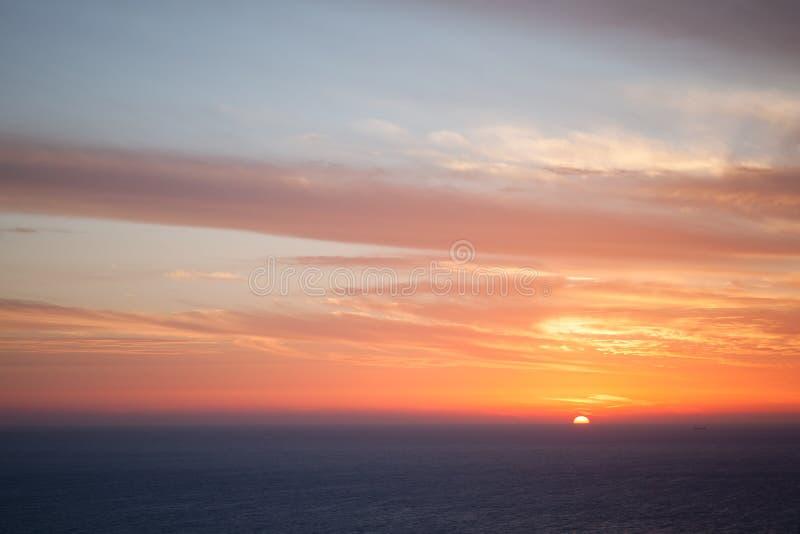 Puesta del sol dramática colorida Cabo Keri, Zante imagen de archivo libre de regalías