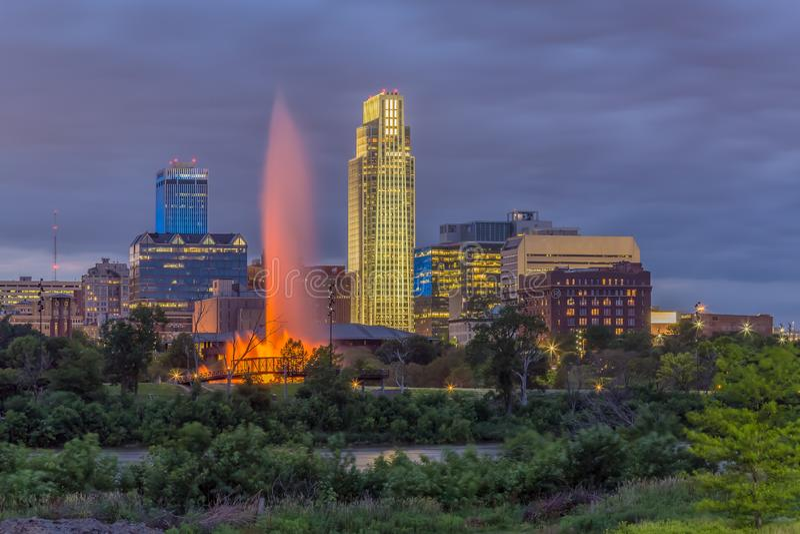 Puesta del sol dramática con horizonte hermoso sobre Omaha Nebraska céntrico foto de archivo libre de regalías