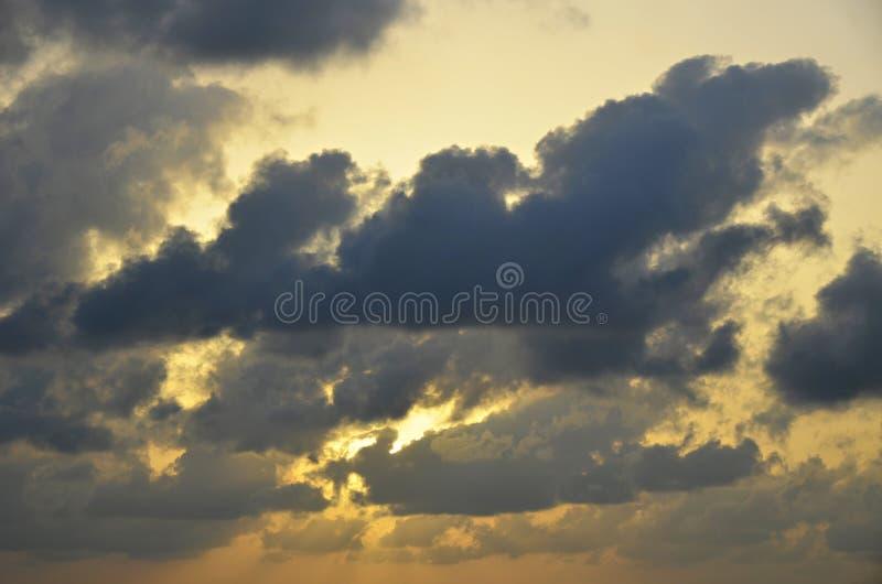 Puesta del sol dramática en San Pedro, Belice foto de archivo