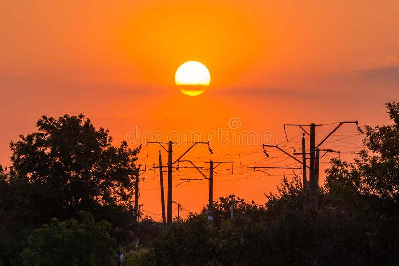 Puesta del sol dramática hermosa y nube del primer en el cielo imágenes de archivo libres de regalías