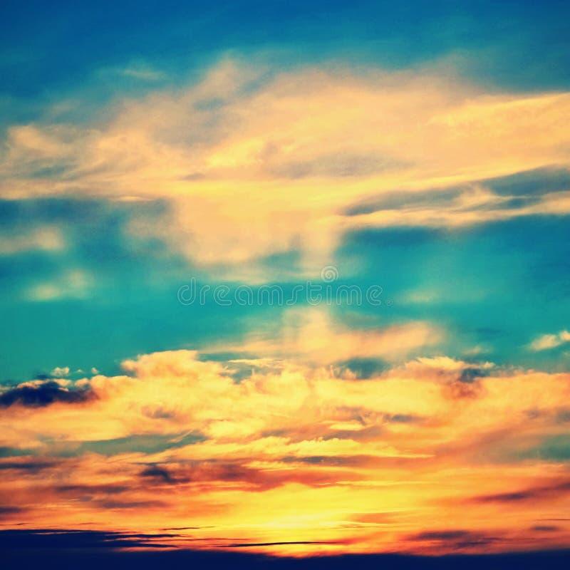 Puesta del sol dramática y cielo de la salida del sol Fondo natural colorido foto de archivo libre de regalías