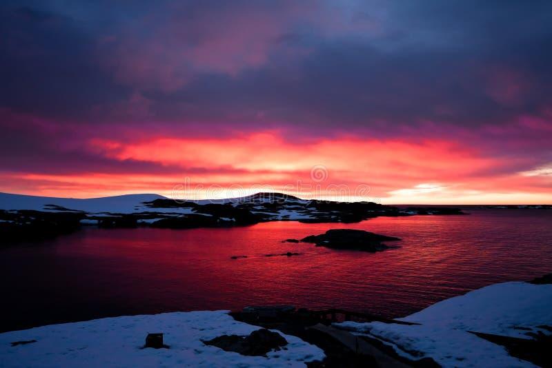 Puesta del sol en Ant3artida fotografía de archivo libre de regalías