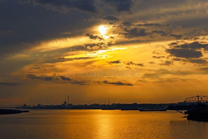 Puesta del sol en arkhangelsk fotos de archivo libres de regalías