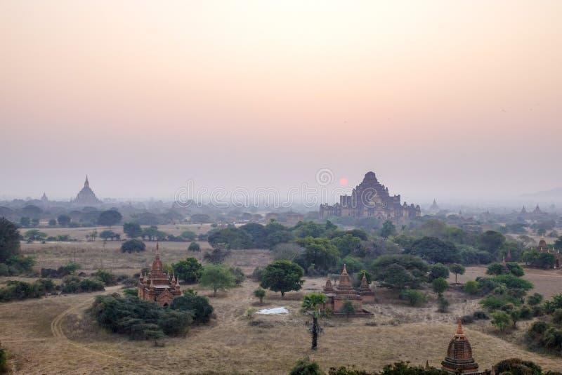 Puesta del sol en Bagan, Myanmar fotos de archivo libres de regalías