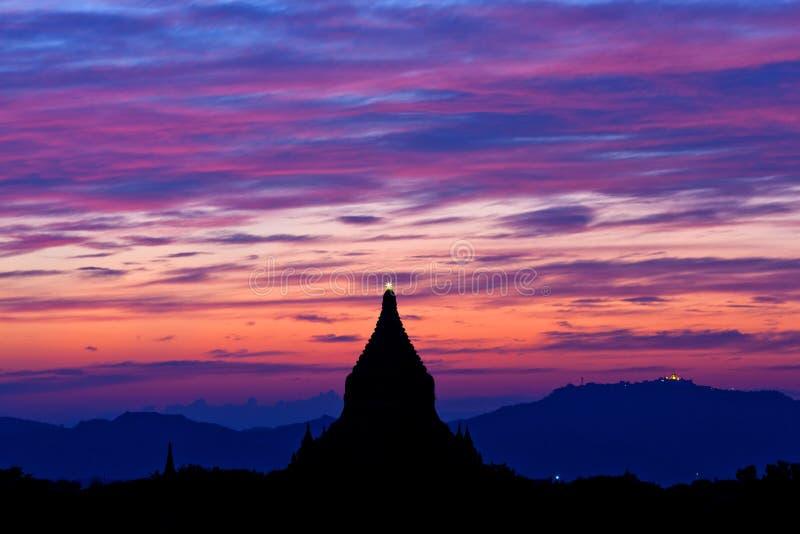 Puesta del sol en Bagan, Myanmar, Asia sudoriental fotografía de archivo libre de regalías
