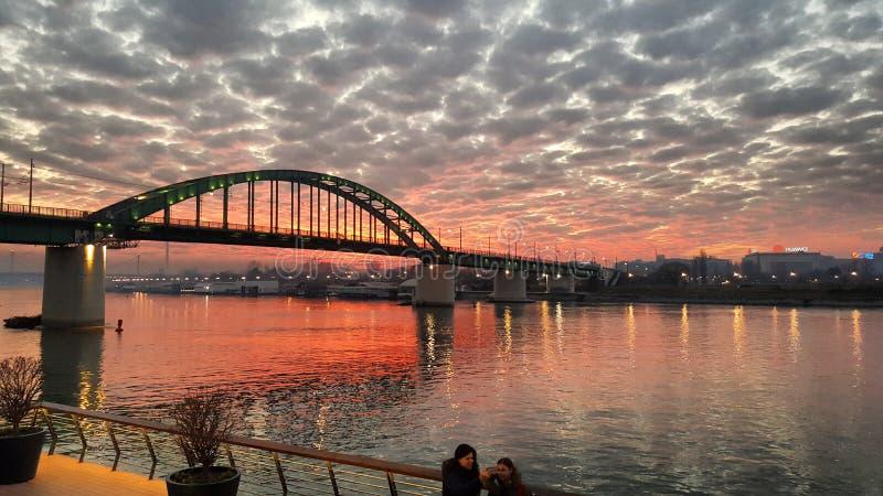 Puesta del sol en Belgrado, costa de Belgrado imágenes de archivo libres de regalías